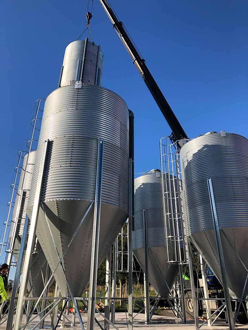 Nya fodersilos till Stensjö Äggs nya foderanläggning